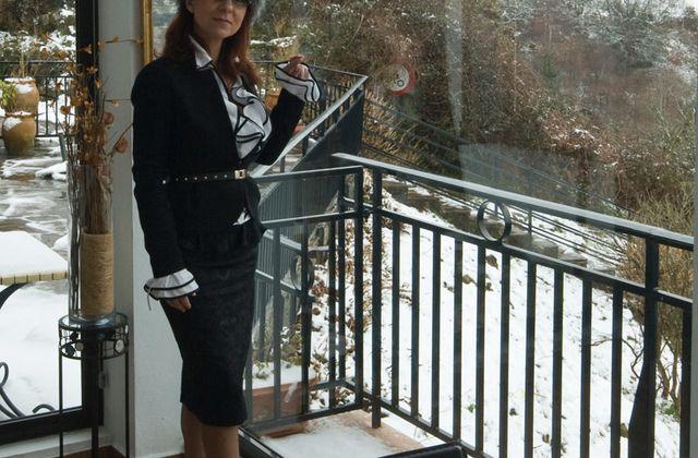 Chapka et talons hauts sous la neige