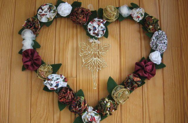 Déco de porte pour noel : coeur de roses