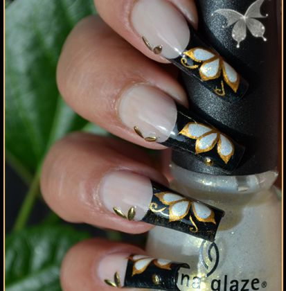 Nail Art - Papillon d'or ( French décorée )