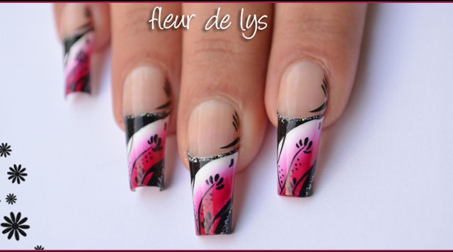 Nail Art French - Design rose, blanc & noir