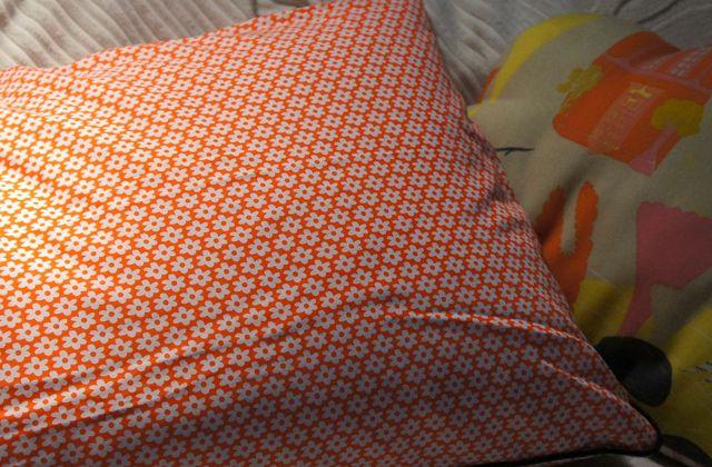 De la couleur dans le canapé