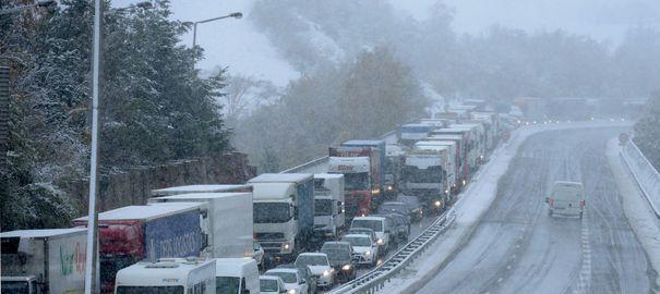 Episode neigeux, des automobilistes bloqués une journée sur autoroute ont dû s'acquitter du péage !