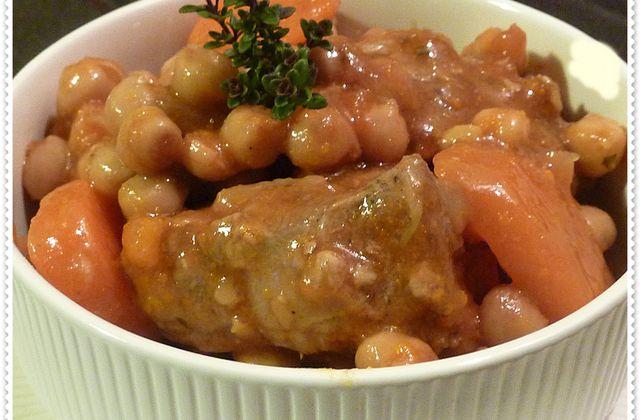 Sauté d'agneau aux pois chiches et sauce à la tomate...