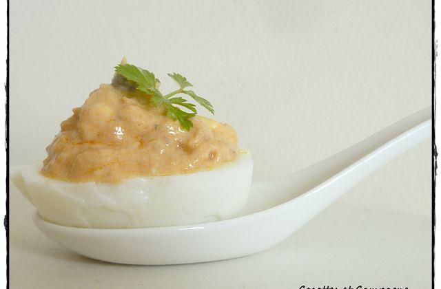 """Oeuf """"mimosa"""" au thon et aux câpres, sauce fromage blanc"""