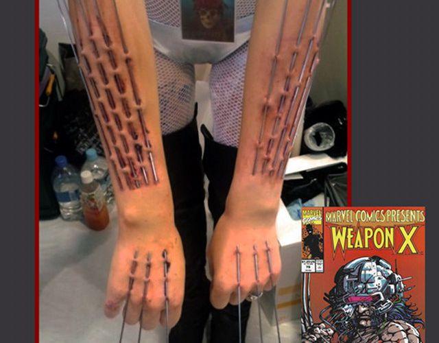 Un fan de Wolverine se fait implanter des griffes en acier.