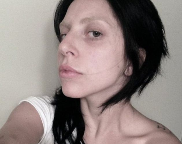 LADY GAGA ABSOLUMENT AFFREUSE SANS MAQUILLAGE : PHOTO