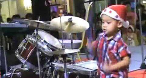 Video d'un batteur heureux pour vous souhaiter nos meilleurs voeux pour 2011 de la part de l'AFAENAC