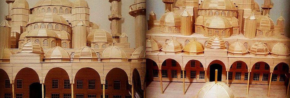 Ce réfugié syrien a reproduit la célèbre Mosquée bleue avec 15 000 bâtonnets de glace