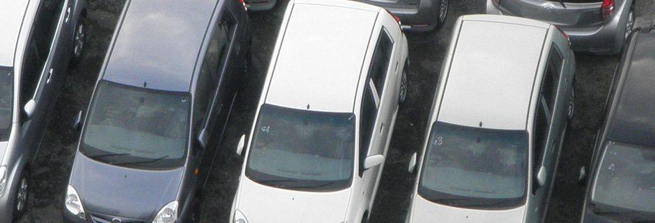 Pourquoi les voitures sont-elles grises, blanches ou noires?