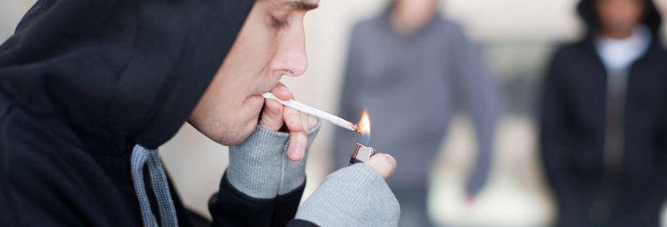 Les lycéens français consomment moins d'alcool et tabac, mais autant de cannabis