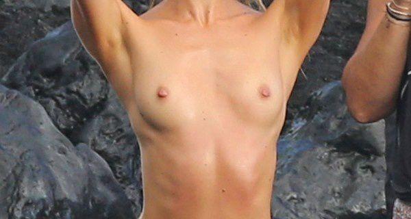 Photos : Candice Swanepoel nue à Hawaii