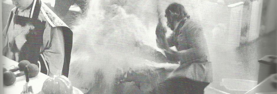Flux-Mass 1970 The Breaking of the Bread. Douglass College. Photo : Peter Moore