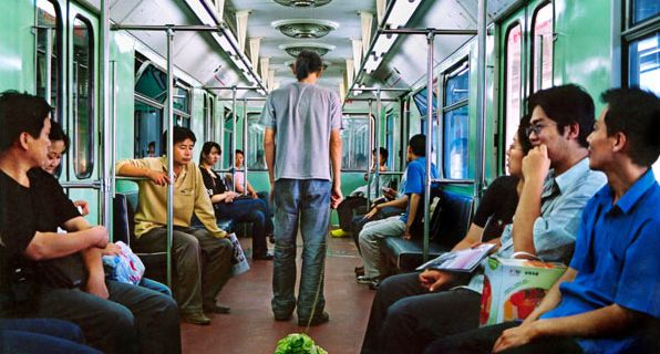 Walking the Cabbage in the Subway @ Han Bing. 2004. Pékin