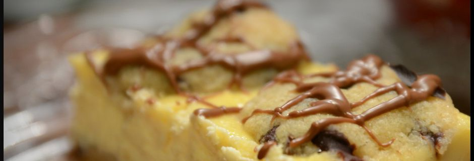 CHOCOLATE CHIP COOKIE DOUGH CHEESECAKE BARS....