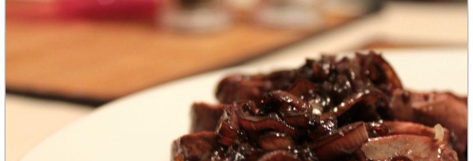 Magret de canard aux échalotes confites au vinaigre balsamique