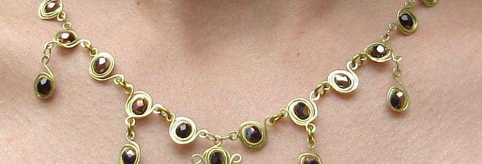 Bijoux médiévaux: Collier d'inspiration médiévale (cuivre émaillé et cristaux de Bohème)