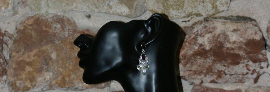 Bijoux d'inspiration médiévale: collier de mariage grenats, péridot