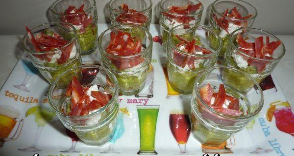 Verrine guacamole , chèvre et chorizo