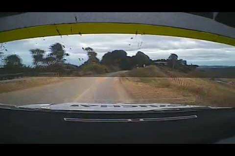 Rallye Nouvelle-Zélande : il montre ses fesses... c'est la sortie de route ! - vidéo buzz