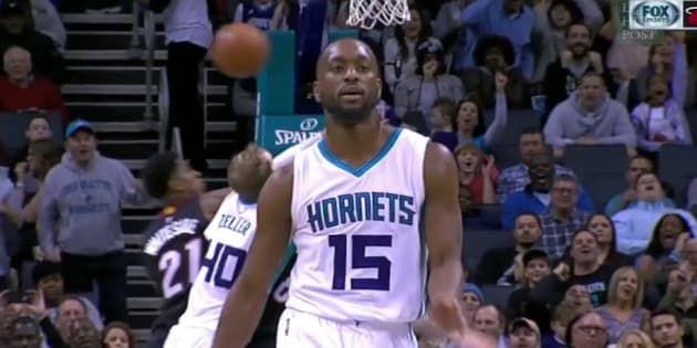 Kemba Walker, le joueur NBA des Charlotte Hornets, n'aurait pas dû célébrer aussi vite son panier
