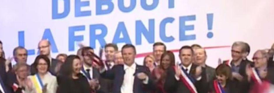Le geste digne d'une rock star de Nicolas Dupont-Aignan à la fin de son premier meeting