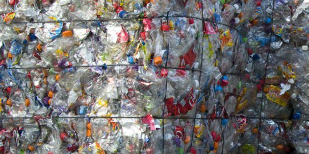 Ils recyclent des bouteilles en plastique pour payer des tickets de métro