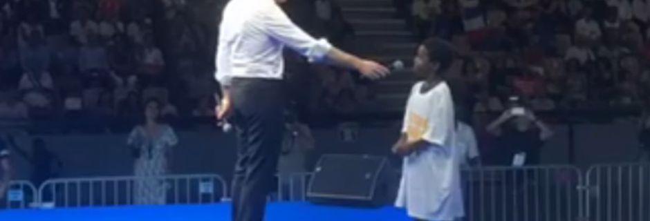 A La Réunion, Emmanuel Macron donnent quelques conseils politiques à un enfant de 6 ans