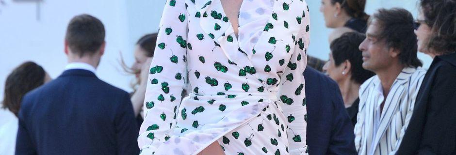 Chloë Sevigny : Robe fendue jusqu'à la cuisse,...