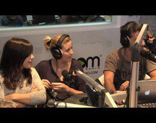 Virginie Caprice pète littéralement les plombs chez Mikl ! - vidéo buzz
