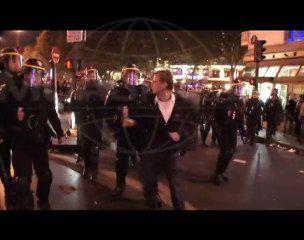 Un journaliste de Canal + matraqué par les CRS ! - vidéo choc