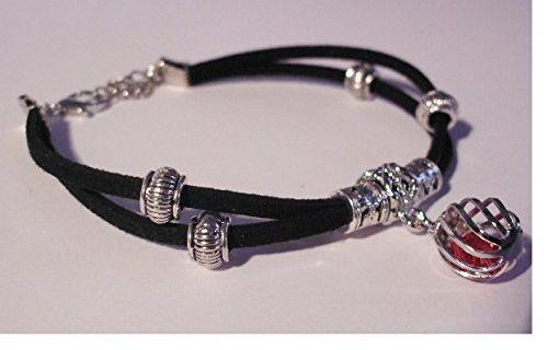 Bracelet suédine noire ,breloque argentée et rouge