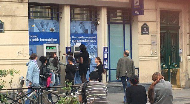 Paris : nouvelle arme utilisée pour vous dépouiller au distributeur de billets.