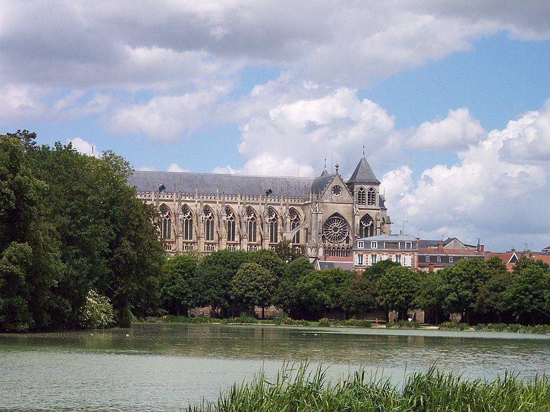 Fichier:Cathédrale de Châlons en Champagne.JPG