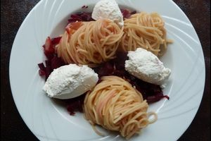 Spaghettis aux betteraves rouges