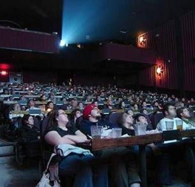 Al cinema ogni sera con 10 dollari/mese. Le sale del futuro