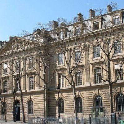 LES CASERNES DE LA GARDE RÉPUBLICAINE DE PARIS (3)