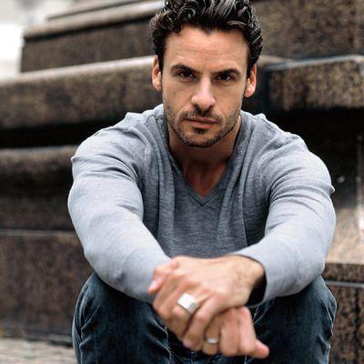 Hier mal ein deutscher Schauspieler: Stephan Luca