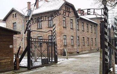 Auschwitz par André Nahum sur Temps & Contretemps