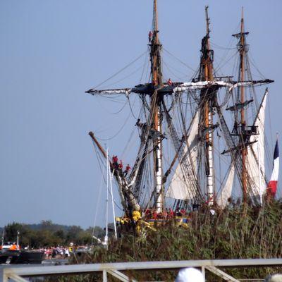 Hermione, la Déesse des Océans. La Frégate part pour La Rochelle avant son départ pour la Méditerranée.