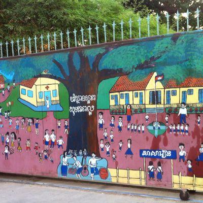 Les rue de Phnom Penh, source d'inspiration pour nos enfants de la Maison de la Culture de Kep. Ici, les jolis dessins de Friend.