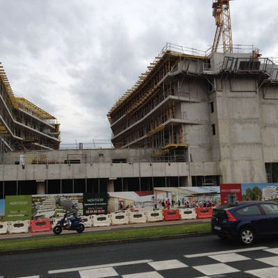 la construction de logements au plus bas.