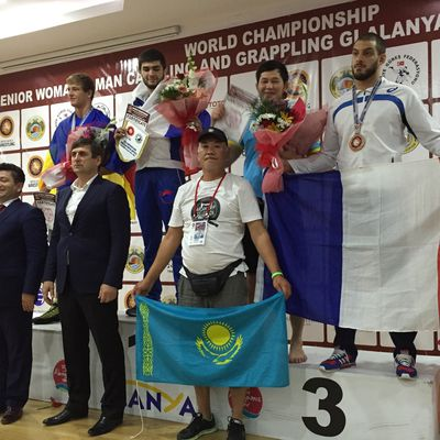 Wendy Kohili sur le podium du Championnat du Monde de Grappling