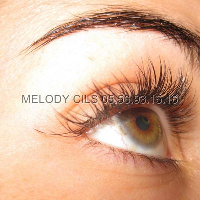 Extension de cils de Melody Bordeaux