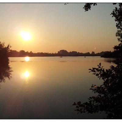 Coucher de  soleil sur le lac...