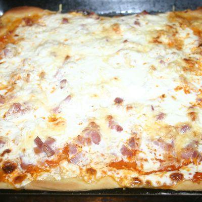 Pizza maison aux lardons fumés