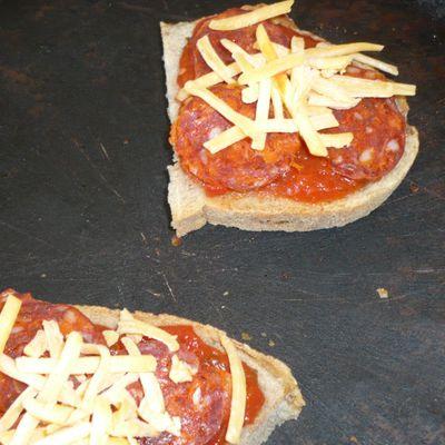 Tartine espagnole au chorizo, tomate et machego