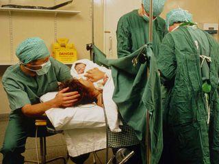 Come avviene il parto cesareo