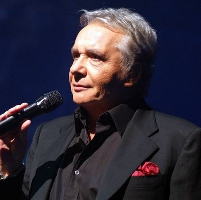 Version instrumentale de En chantant de Michel Sardou