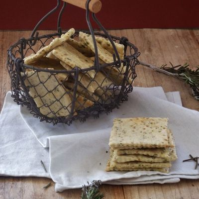 Crackers à la sauge et graines de moutarde