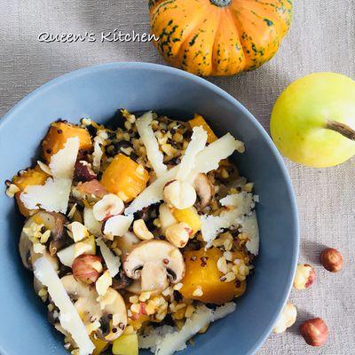 power bowl di quinoa e bulgur con zucca funghi e pere